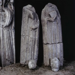 MEMORIE_09_Duomo_Venzone_statue_pre_intervento